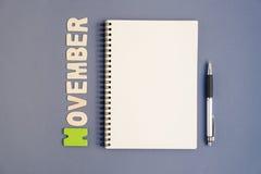 Spirala otwarty notatnik z pióra i Listopadu miesiąca sformułowaniami Obrazy Stock