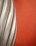 Spirale argentée classique avec le contexte de rouille Photo stock