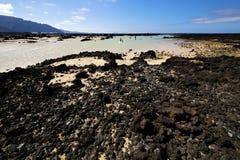 Spirale bianca della spiaggia della collina della spagna della gente di Lanzarote nera Fotografie Stock Libere da Diritti