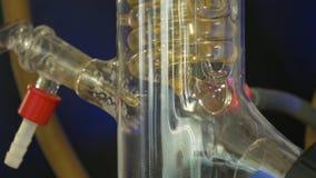 Spirale dans un flacon médical Adaptation pour des expériences médicales liquide en spirale de transport d'ampoule en verre ou de banque de vidéos