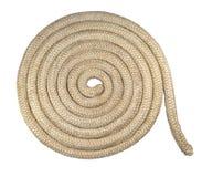 Spirale di vecchia corda nautica isolata su bianco Fotografia Stock