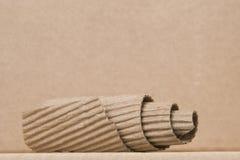 Spirale gebildet von der braunen Pappe Stockbild