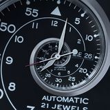 Spirale surreale di orologio dell'orologio di frattale d'argento nero moderno classico dell'estratto Frattale astratto insolito d fotografie stock libere da diritti