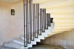 spiralformig trappa royaltyfria bilder