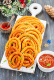 Spirali della patata e del formaggio in olio fotografia stock libera da diritti