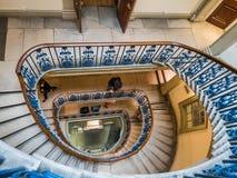 Spiraltrappuppgång inom det Courtauld gallerit, Somerset House, Londo Arkivfoton