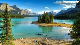 Spirito Isalnd nel lago Maligne fotografie stock
