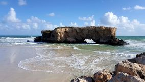 Spirito libero incagliato dell'oceano della roccia Fotografia Stock Libera da Diritti