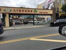 Spirituosenladen auf Coney Island-Allee Lizenzfreies Stockbild