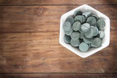 Spirulina nos comprimidos - Spirulina imagem de stock royalty free