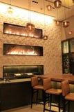 Spis i stång av det i stadens centrum hotellet, Grand Hyatt, i stadens centrum Denver, 2015 Arkivfoton