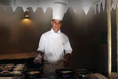 Spisen lagar mat stekte ägg och en omelett Royaltyfri Foto