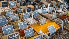 Spises e hierbas de Francia Provenece en mercado foto de archivo