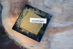 Spiskummin i en liten maträtt med etiketten Royaltyfri Fotografi