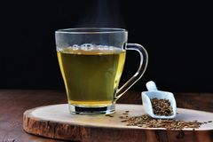 Spiskummin kärnar ur te, jeeravatten för viktförlust fotografering för bildbyråer
