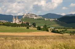 Spisska Kapitula και κάστρο Spis, Σλοβακία Στοκ φωτογραφία με δικαίωμα ελεύθερης χρήσης