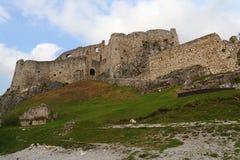 Spissky hrad或斯皮城堡看法在斯洛伐克 图库摄影