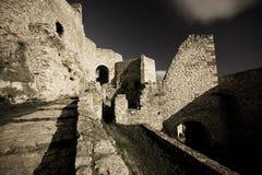 Spissky hrad - Schloss lizenzfreie stockfotografie