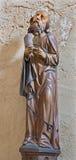 Spissky slott - den gotiska sned satuen av aposteln Matthew från slottkapell Arkivfoto