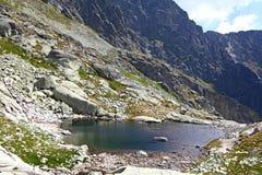 5 Spisskych-vouwen - tarns in Hoge Tatras, Slowakije Royalty-vrije Stock Foto's