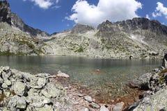 5 Spisskych-vouwen - tarns in Hoge Tatras, Slowakije Stock Foto's
