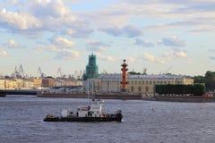 Arrow of Vasilyevsky Island on a cloudy evening Stock Photography
