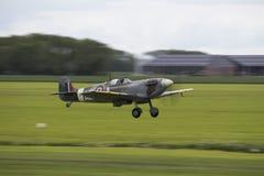 Spitfire που βγάζει την κίνηση-θαμπάδα Στοκ εικόνες με δικαίωμα ελεύθερης χρήσης