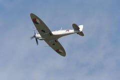 Spitfire im Flug stockfotos