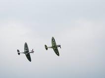 Spitfire Mk X1X PS915 последний один произведенный летать над Dunsfold Стоковые Изображения RF