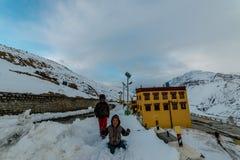 Spiti, Himachal Pradesh, Indien - 24. M?rz 2019: Foto von Dhankar-Kloster lizenzfreies stockfoto