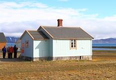 Spitsbergen: Nordligast stolpe för Europa ` s - kontor Arkivbild