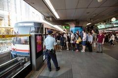 Spitsuur bij de openbare trein van BTS in Bangkok Stock Foto's