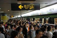 Spitsuur in Metro van Shanghai Stock Foto's
