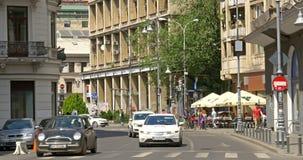 Spitsuur op Victory Avenue (Calea Victoriei) de stad in van de Stad van Boekarest stock videobeelden