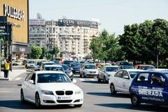 Spitsuurverkeer in Union Square Piata Unirii In Bucharest Royalty-vrije Stock Afbeeldingen
