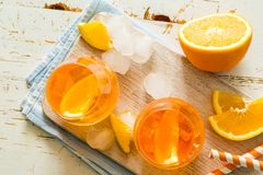 Spitz aperol Cocktail in den Gläsern stockfotografie