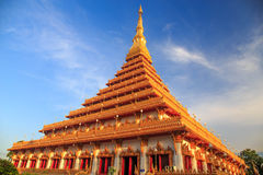 Spitze der goldenen Pagode am thailändischen Tempel, Khon Kaen Thailand Stockbilder
