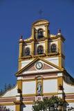 Spitze der Kirche in der Stadt von La Linea de la Concepción in Süd-Spanien Lizenzfreie Stockbilder