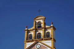 Spitze der Kirche in der Stadt von La Linea de la Concepción in Süd-Spanien Stockfoto
