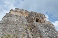 Spitze der Mayapyramide in Uxmal, Yucatan, Mexiko lizenzfreie stockbilder