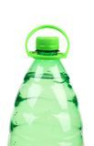 Spitze der Plastikflasche mit Wasser ohne Aufkleber. Lizenzfreie Stockbilder