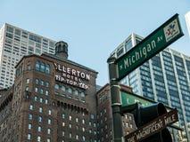 Spitze des Allerton-Hotels mit Michigan-Alleenzeichen, Chicago Lizenzfreies Stockfoto