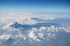 Spitze des Berges vom Himmel Lizenzfreie Stockbilder