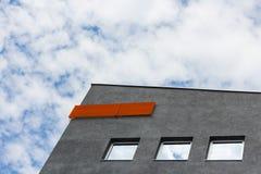 Spitze des Gebäudes und des Himmels Stockbilder