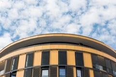 Spitze des Gebäudes und des Himmels Lizenzfreie Stockfotos