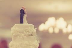 Spitze des Kuchens für Hochzeitszeremonie, gefiltert Lizenzfreies Stockbild