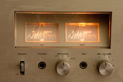 Spitze des Weinlese-Hifi Stereoverstärkers Hölzernes Kabinett Stockbild