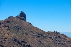 Spitze eines felsigen Berges stockbild