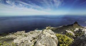 Spitze hinunter Ansicht vom Tafelberg lizenzfreies stockbild