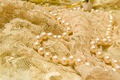 Spitze und Perlen Stockfoto